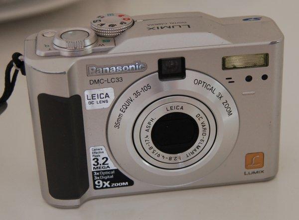 2005-10-09_Nikon_D50_Lumix.jpg